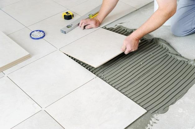 laying-ceramic-tiles_191163-1131